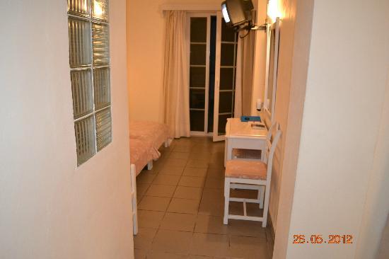 Kamari Beach Hotel: Ansicht Zimmer