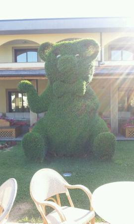 """Villa Sofia : """"scultura"""" di un pupazzo nel giardino, fantastica!"""