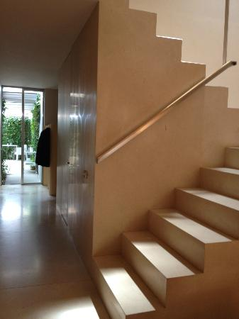 THE 4ROOMS: Main staircase