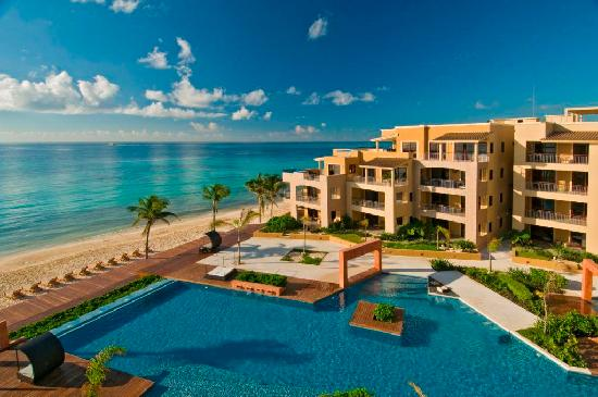 Residences El Faro: View from the terrace to the Pool & Beach Club