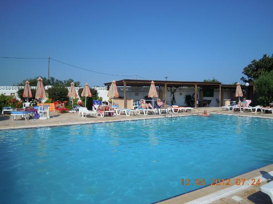 Meliton Hotel: piscine