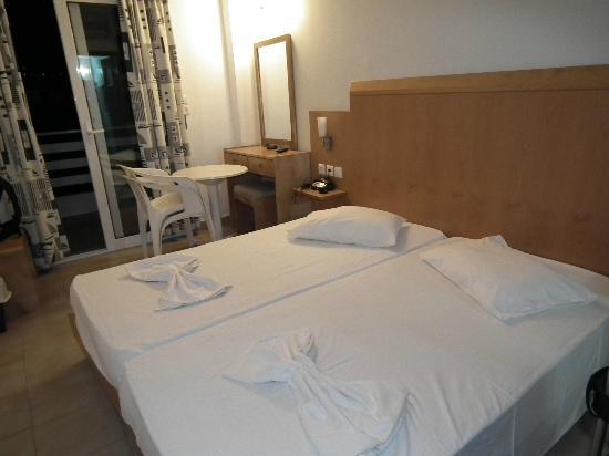 Hotel Kos Bay: Bedroom.