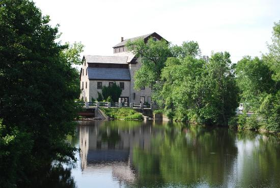 Washington House Inn: Cedarburg Creek and the old mill