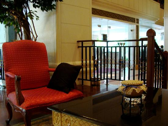 InterContinental Phnom Penh: Lobby and the main gate