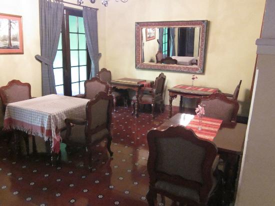 Casa Carmel: dining room
