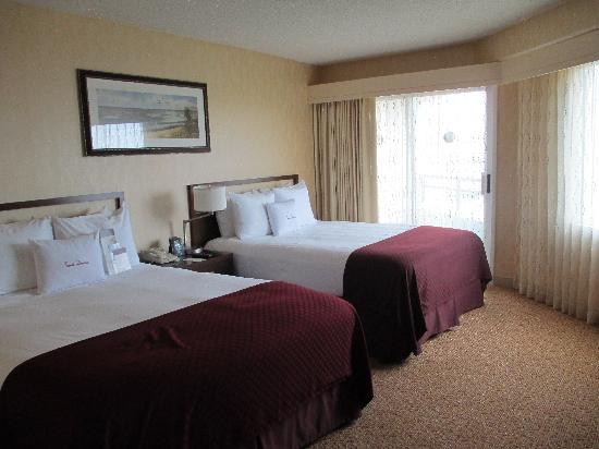 spacious room picture of doubletree suites by hilton. Black Bedroom Furniture Sets. Home Design Ideas
