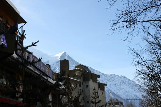 Park Hotel Suisse & Spa: Vista do hotel e Mont Blanc