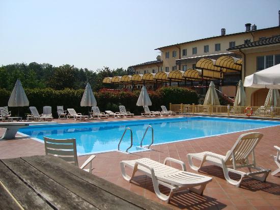 UNA Golf Hotel Cavaglià : piscina
