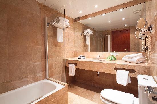 Ba o habitaci n doble picture of hotel acta splendid for Hotel barcelona habitacion familiar