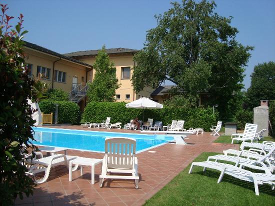 UNA Golf Hotel Cavaglià: piscina