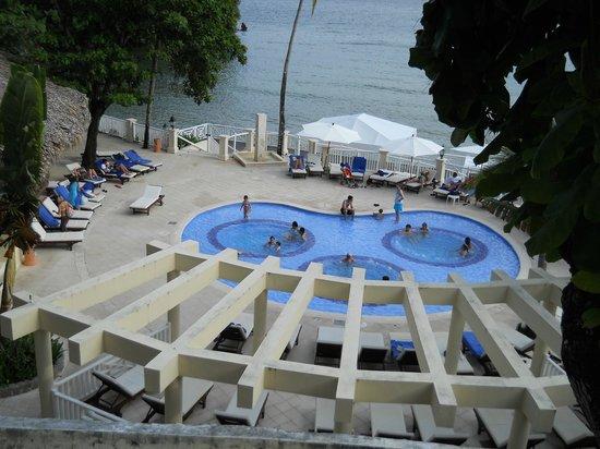 Grand Bahia Principe Cayacoa: jacuzi numa piscina perto do restaurante o pescador