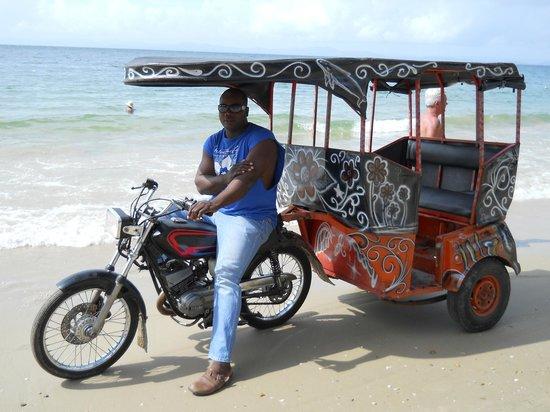 Grand Bahia Principe Cayacoa: na praia o homem e o taxi