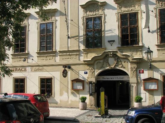 Restaurace U Labuti: Restaurant fron