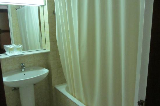 Hotel Imperial: Vista do banheiro