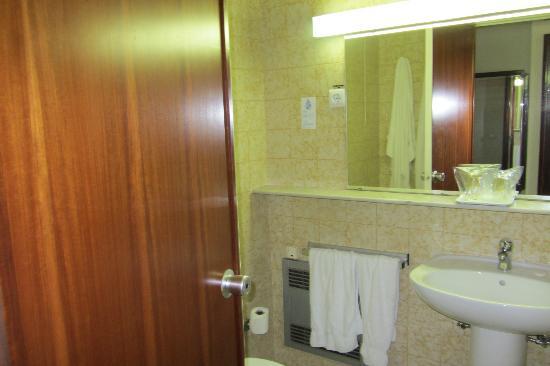 Hotel Imperial: Outra vista do banheiro