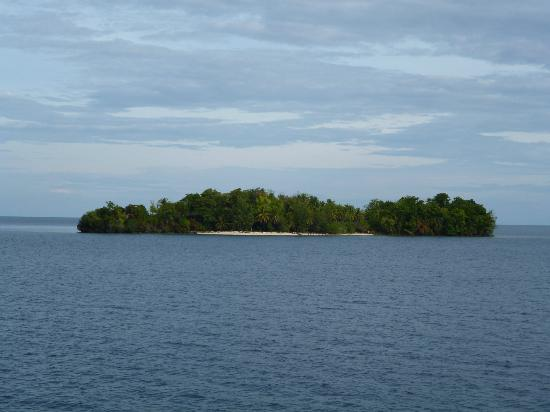 Black Marlin Dive Resort: Typical island in the Togean chain
