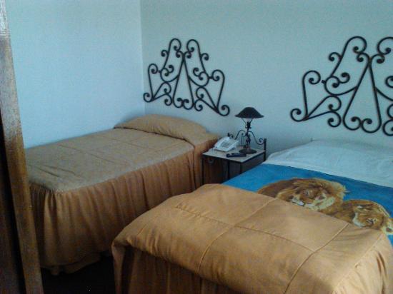 Panamerican Hotel : Las camas están algo sucias y las almohadas son duras
