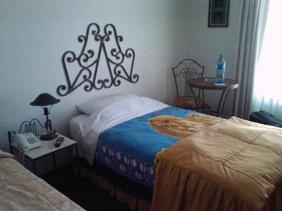 Panamerican Hotel : Sólo una frazada por cama
