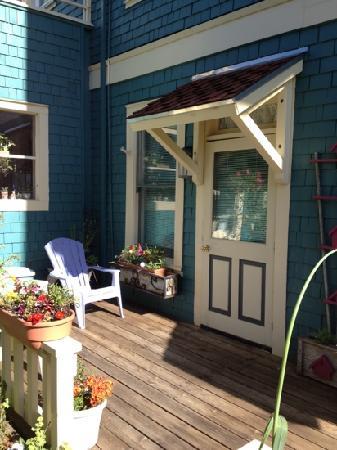 Sylvia Beach Hotel: garden