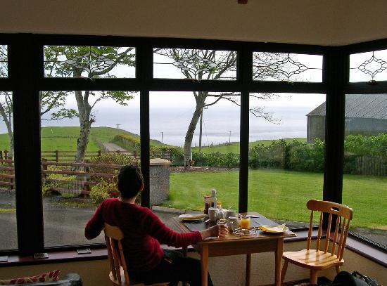Kinbane Farmhouse B&B: Breakfast room view