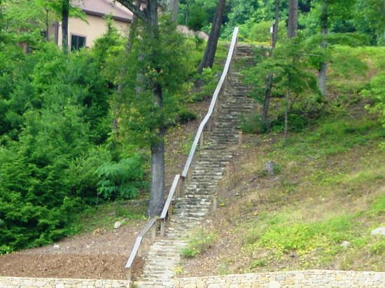 "Lake Lure, Carolina del Norte: filming location for movie ""dirty dancing"". Stairs where ""baby"" walked carryng a watermelon."
