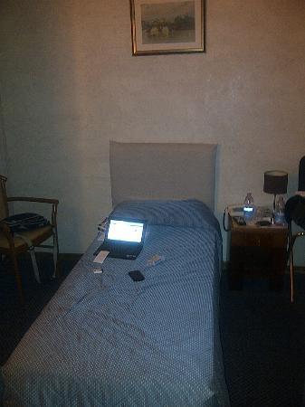 Elite Hotel: letti strettissimi!