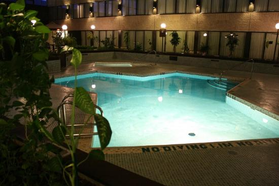 Sandman Hotel Penticton : Calm, relaxing pool and hot tub!