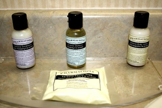Sandman Hotel Penticton: Love to get good quality products in the bathroom!!!