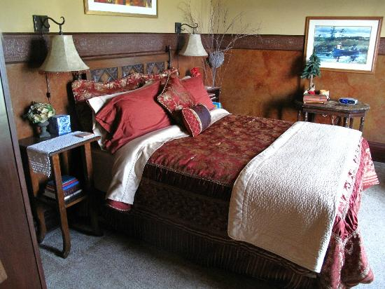 Hartzell House Bed and Breakfast: One of the Bedrooms