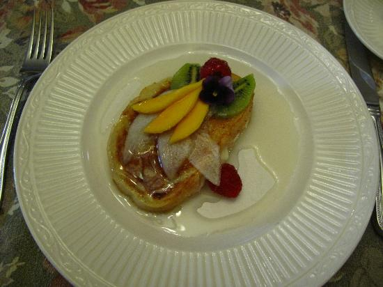 Hartzell House Bed and Breakfast: Beautiful & Delicious Stuffed French Toast