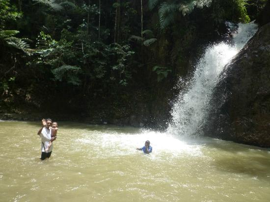 Jeriau Waterfall : Cold water