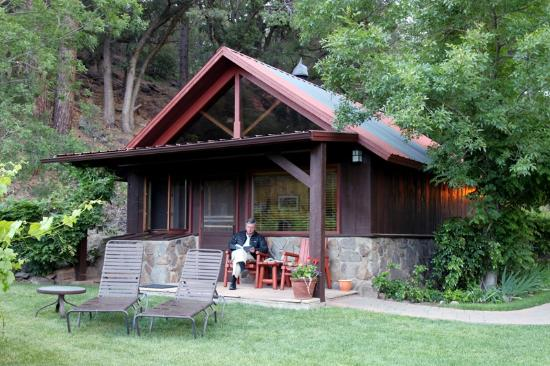 Orchard Canyon on Oak Creek: Reading on the Patio