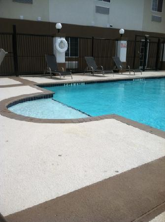 Candlewood Suites Houston West: outdoor pool