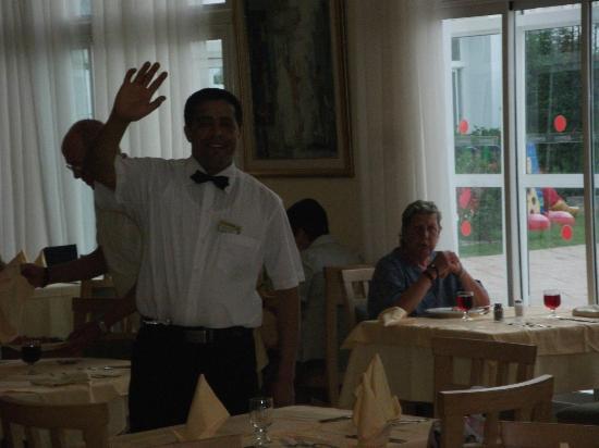 El Mouradi El Menzah: Speisesall, Rezeption, Bar´s - nur freundlich und nette Bedienstete.