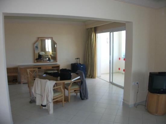 El Mouradi El Menzah: Zimmer zum Balkon hin