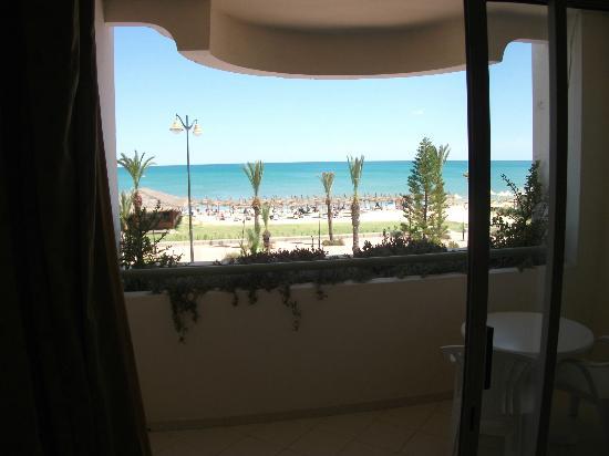 El Mouradi El Menzah: die Aussicht vom Balkon direkt zum Meer