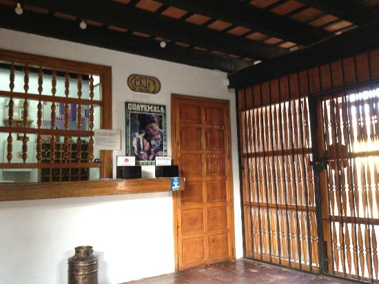 Hotel Panchoy: hotel entrance and lobby