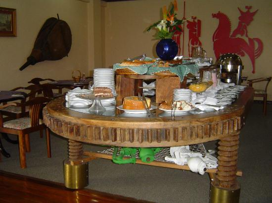 TRI Hotel Flores da Cunha : Mesa do café da manhã