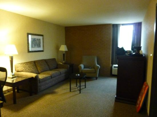 Drury Inn & Suites Louisville East: sitting area