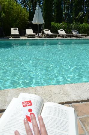 La Banastière : Le soleil, un bon transat, la piscine pour se rafraichir ... les vacances quoi !!