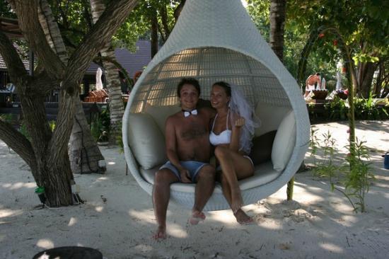 Lily Beach Resort & Spa: по всему острову вот такие лежаки