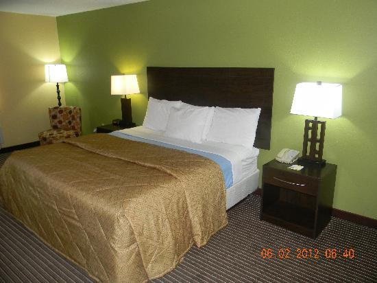Days Inn Perryville: King Bed Room