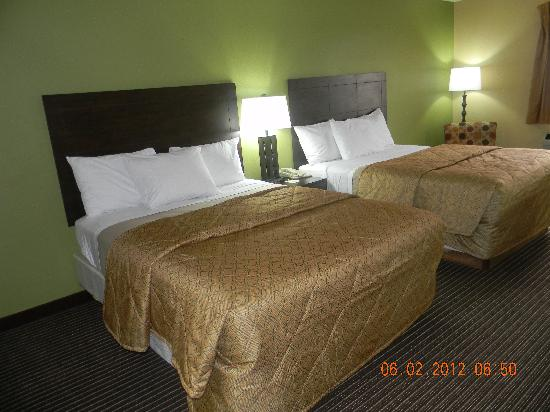 Days Inn Perryville: 2 Queen Beds