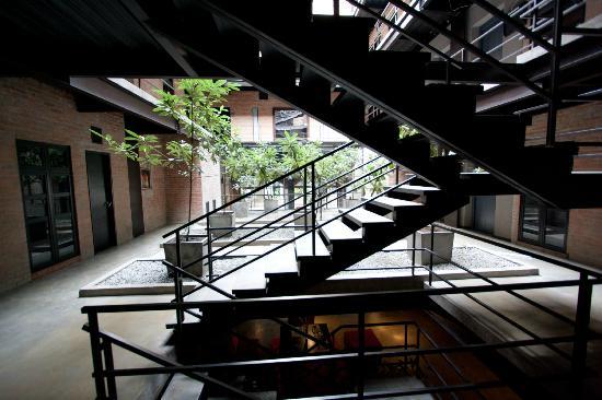 Art Hotel Boutique: Atrium at 2nd floor level