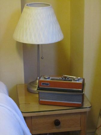 Ravenhill Guesthouse: Details- a old radio