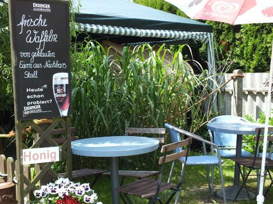 Luettje Kaiser Waffelstube: Eingang zum wohl kleinsten Cafe der Welt.