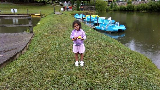 Hidden Creek Camping Resort: Fishing by the Paddle Boats