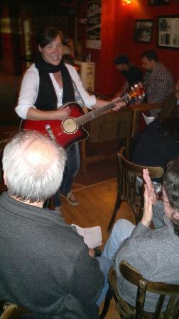 Hempel's Beatles-Tour: Stefanie Hempel singing Let It Be in the Indra