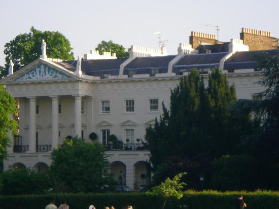 Regent's Park: Bâtiment visible depuis le parc