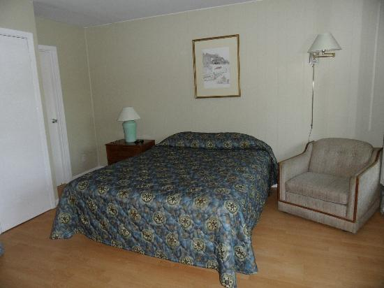 Pinedale Inn: Bedroom